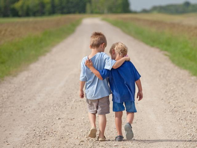 3 cách đơn giản để dạy con biết đồng cảm với người khác