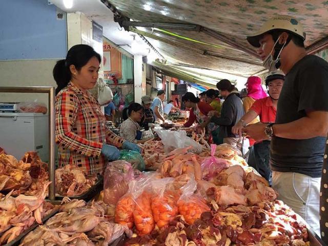 Nóng tuần qua: Giá gà rẻ hơn rau, người nuôi mất hơn 60 tỷ đồng mỗi tuần