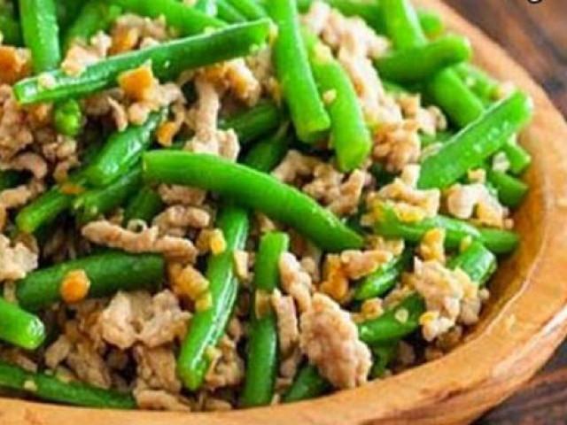 """Tưởng món ăn bình thường, thêm thứ này vào đậu đũa xào bỗng trở thành """"đặc sản"""""""