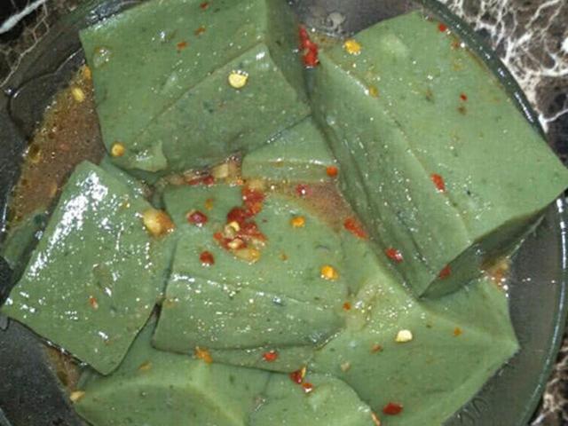Loại đậu phụ thối màu xanh lét, người mua xếp hàng dài mỗi ngày ở Trung Quốc