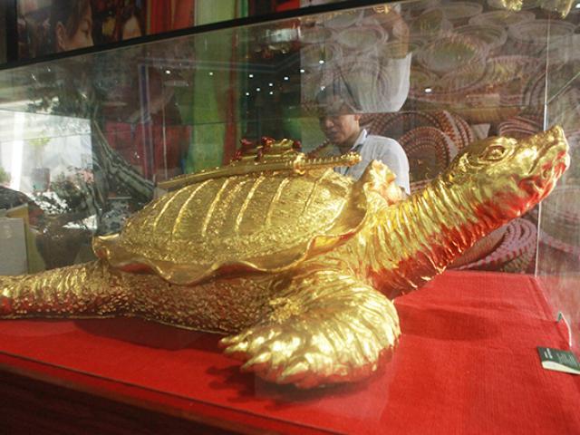 """Cận cảnh cụ rùa vàng """"siêu to khổng lồ"""" giá trăm triệu đồng"""