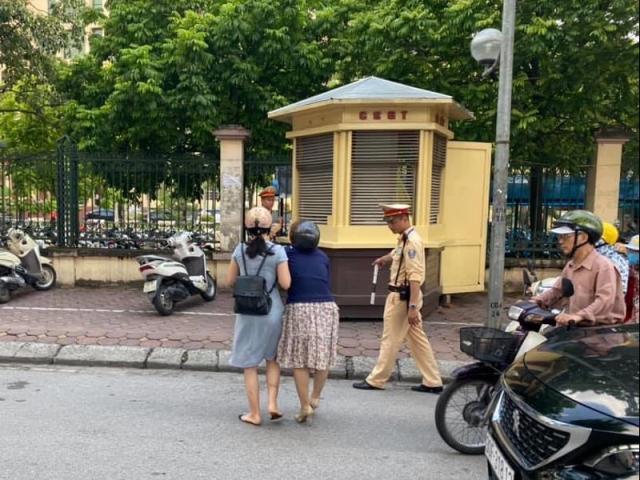 Công an lên tiếng về thông tin CSGT ra giữa đường kéo ngã 2 người phụ nữ đi xe máy