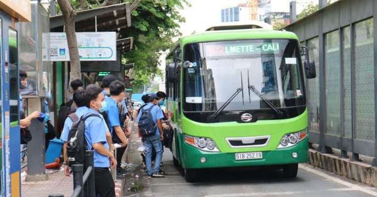 Hết tiền, xe buýt TP HCM tạm ngừng từ ngày 15/8?