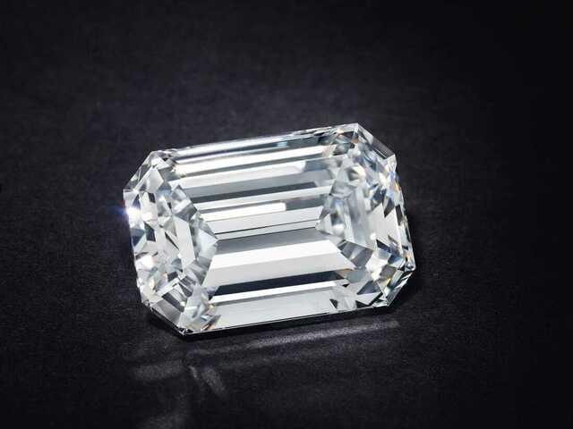 Viên kim cương siêu quý hiếm mới được bán với giá cao chưa từng có