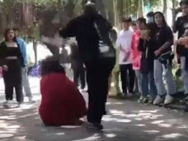 Xác minh clip thiếu nữ 16 tuổi bị bạn đánh đập dã man