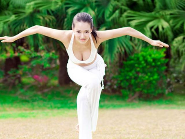 """""""Mỹ nhân 616 tỷ đồng của Thành Long"""" là cô giáo dạy yoga sexy nhất châu Á"""