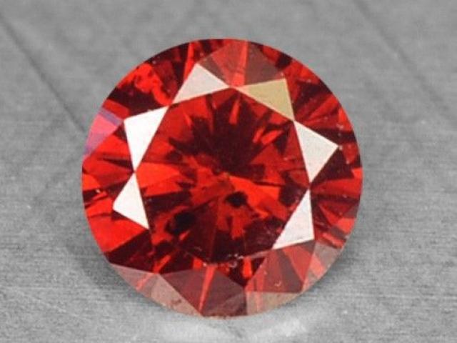 Sự quý hiếm lạ lùng của những viên kim cương đỏ