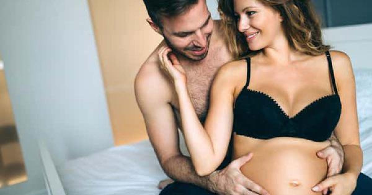 """Mẹ làm """"chuyện ấy"""" khi thai 4 tháng, con có... khó chịu?"""