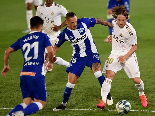Video highlight trận Real Madrid - Alaves: Phạt đền mở điểm, VAR giúp sức