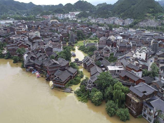 Trung Quốc thiệt hại bao nhiêu khi mưa lũ và nguy cơ vỡ đập?