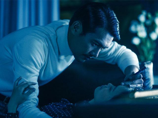 """Gã bác sĩ máu lạnh khiến nhiều cô gái mất tích bí ẩn trong phim 18+ """"Bằng chứng vô hình"""" là ai?"""