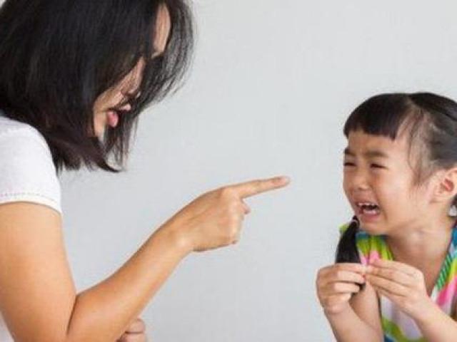 """Tác hại khủng khiếp khi bố mẹ cứ than """"nhà mình nghèo lắm"""" để dạy con"""