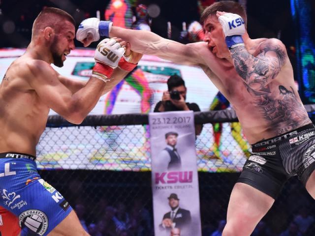Sững sờ MMA: Võ sĩ xăm trổ hổ báo bị đấm tối tăm mặt mũi
