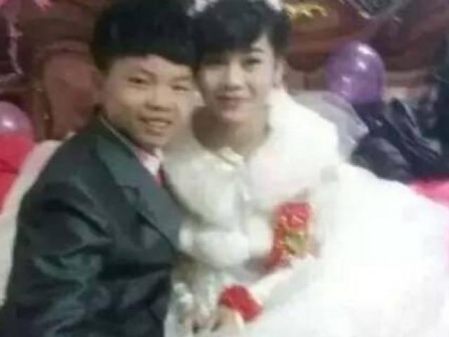 """Chú rể 13 tuổi mặt """"non choẹt"""", hớn hở trong đám cưới, nhìn sang cô dâu càng sốc hơn"""