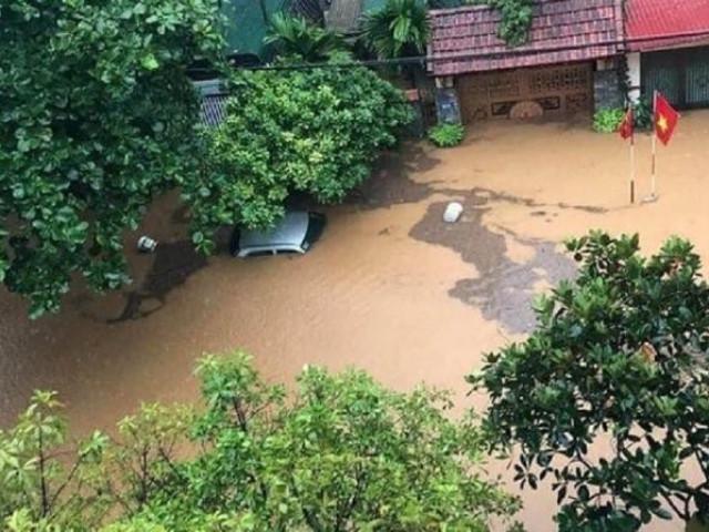 CSGT căng mình giữa mưa lũ lịch sử ở Hà Giang