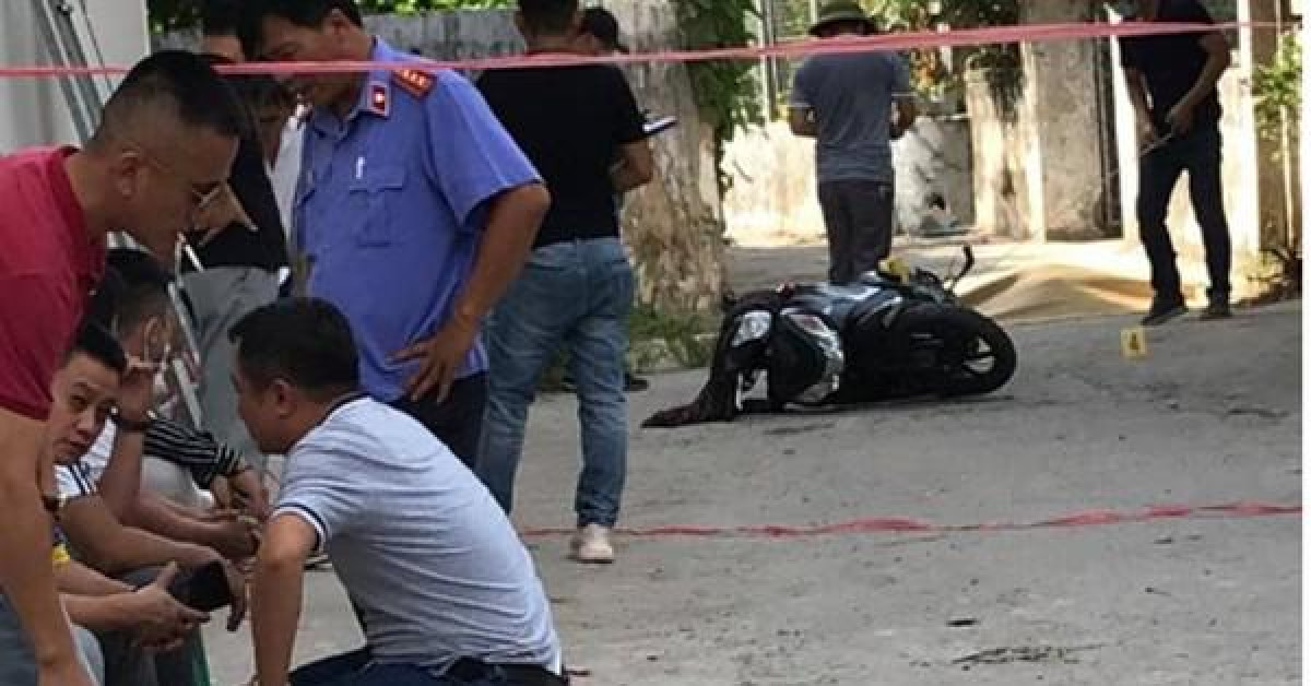 Đang đi xe máy, người phụ nữ bất ngờ bị chặn lại, đâm tử vong