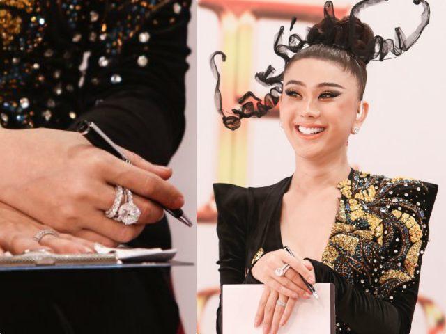 """Lâm Khánh Chi """"gây choáng"""", mang nhẫn kim cương """"khủng"""" 50 tỷ đi sự kiện"""