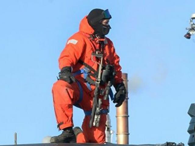 Cận cảnh khẩu súng khác lạ trang bị cho thủy thủ tàu ngầm Mỹ