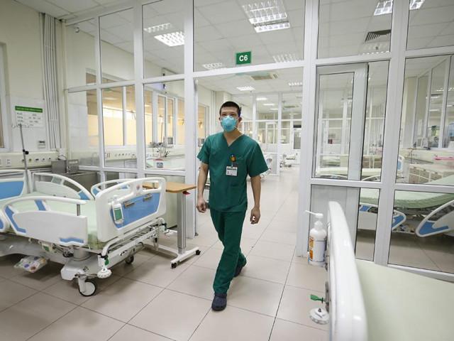 Bên trong bệnh viện đón 120 người nhiễm COVID-19 về từ Guinea Xích Đạo