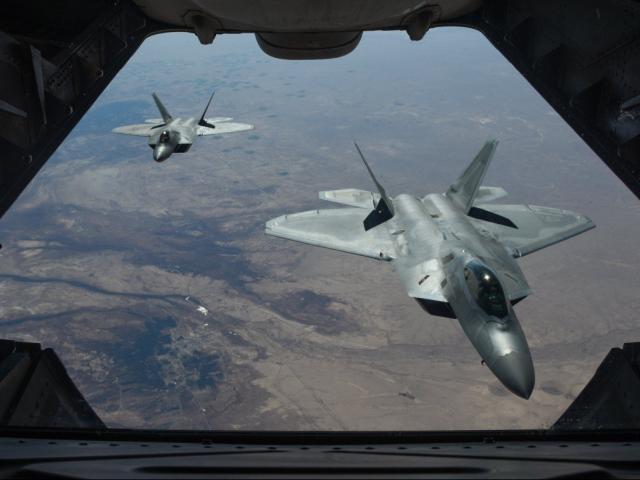 Tiêm kích tàng hình J-20 TQ có thể đả bại F-22 Mỹ?