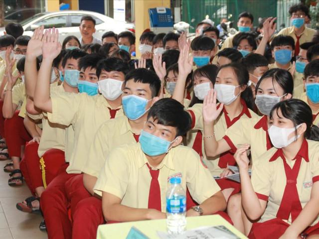 Thi THPT Quốc gia 2020: Tiêm phòng cho cán bộ phục vụ kỳ thi
