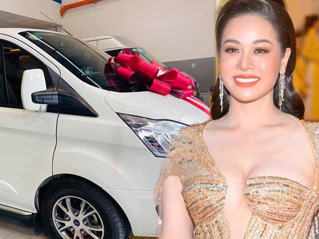 Nhật Kim Anh lộ gia tài kếch xù, thảnh thơi tậu xe sang mặc bị Hồ Gia Hùng kiện tụng