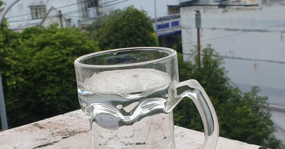 Uống đủ nước giúp tăng cường sức khỏe trong mùa COVID-19