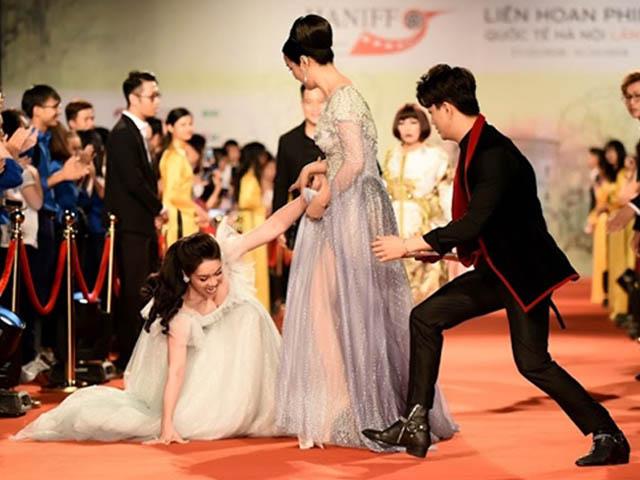 Nhật Kim Anh ngã dúi dụi trên thảm đỏ, phản ứng của TiTi (HKT) gây bất ngờ
