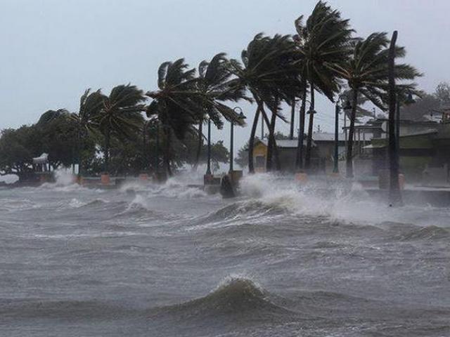 Bão số 2 bắt đầu đi vào vùng biển Thái Bình - Nghệ An, nhiều nơi đang mưa to