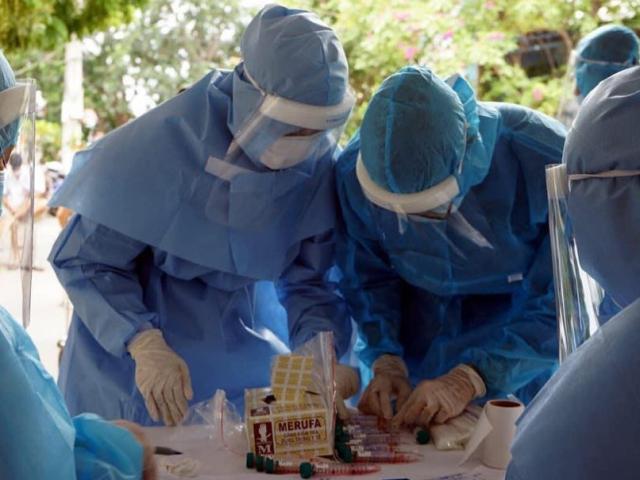 Quyền Bộ trưởng Y tế: Virus gây bệnh COVID-19 có đột biến, dẫn tới tỷ lệ lây nhiễm cao