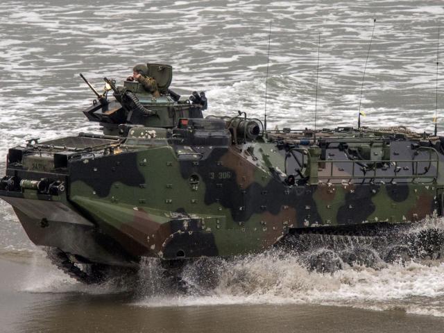Xe bọc thép đổ bộ Mỹ chìm dưới biển, 40 giờ tìm kiếm và 8 quân nhân coi như đã chết