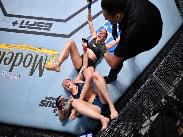 Thót tim trận đấu UFC: Nữ võ sỹ dính đòn khóa tay, đột nhiên bất tỉnh