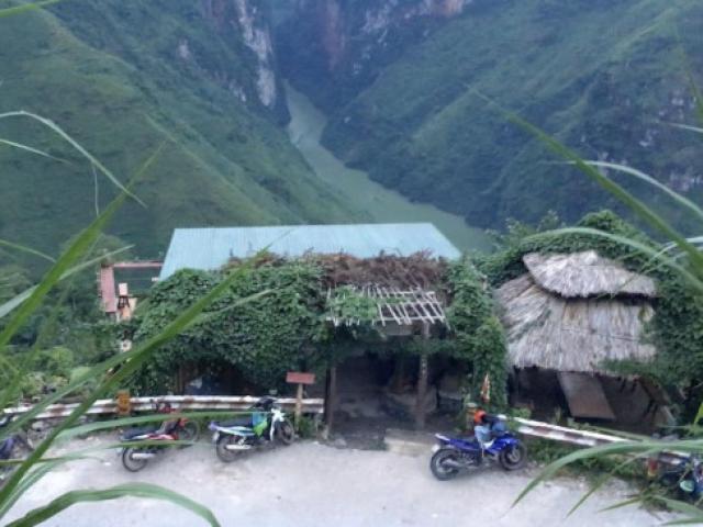 """Lần theo """"tour du lịch hút hít"""" trên đỉnh Mã Pí Lèng"""