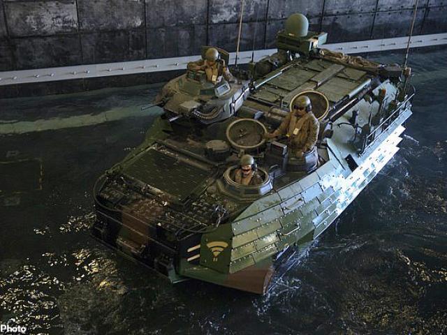 Mỹ tìm thấy xe bọc thép chìm và nhiều thi thể quân nhân dưới 100 mét nước