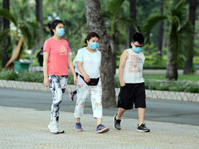 Hàng ngàn điểm cung cấp khẩu trang trải khắp Sài Gòn để phòng, chống dịch COVID-19