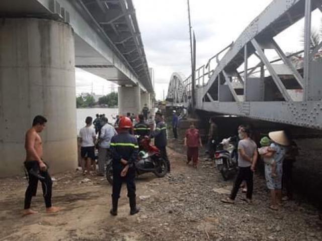 Đi khám bệnh về, thanh niên bỏ lại xe máy nhảy sông Sài Gòn