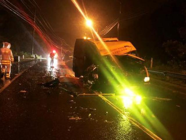 Hai xe tải tông trực diện, 3 người thương vong