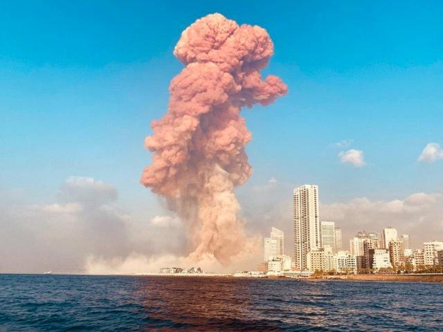 Nổ như bom nguyên tử ở Liban: Khói đỏ chứng tỏ đánh bom?