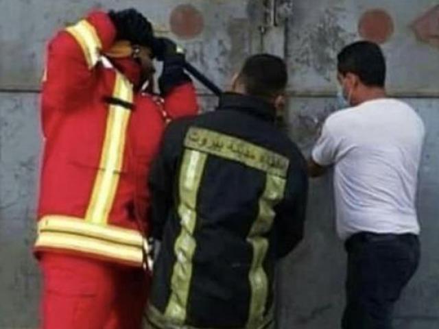 Khoảnh khắc lính cứu hỏa cố gắng vào nhà kho vài giây trước vụ nổ khủng khiếp ở Liban