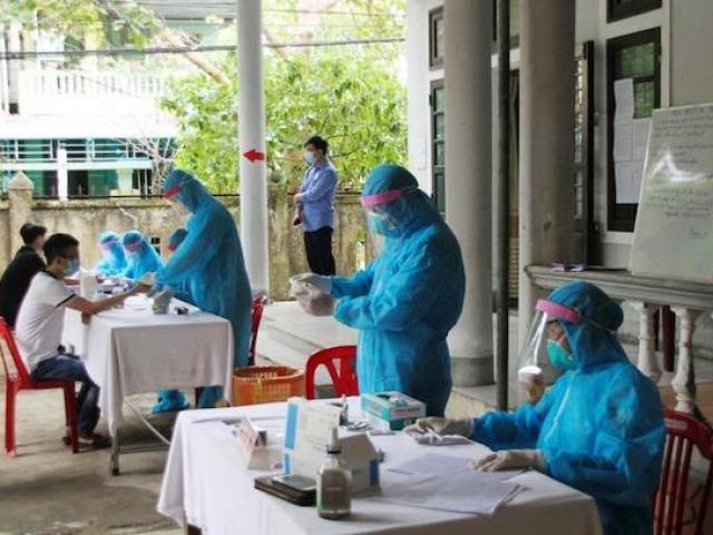 Hai ca nhiễm COVID-19 ở Quảng Trị là người yêu, có đi dâng hương, xem phim