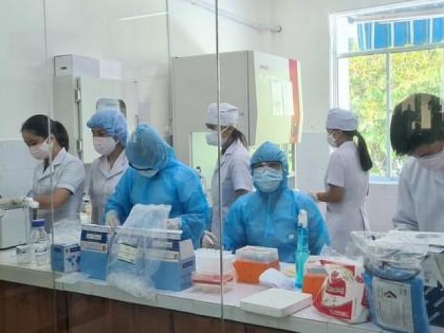 Nữ nhân viên y tế bỏ cách ly đi chống dịch: Ai đúng?