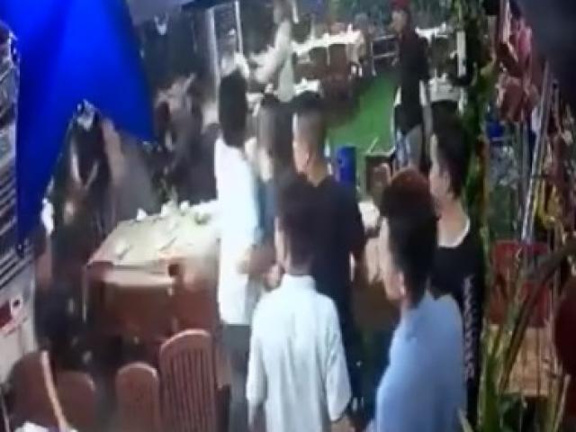 TP.HCM: Hỗn chiến tại quán ốc ở quận Tân Phú, thanh niên bị đâm chết