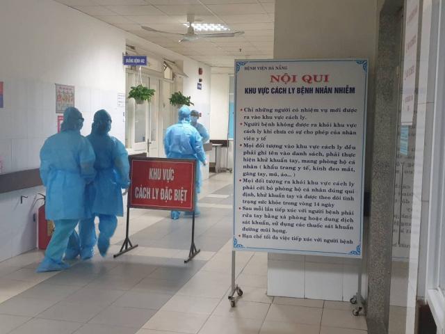 Theo chân bác sĩ cấp cứu các bệnh nhân COVID-19 ở Đà Nẵng