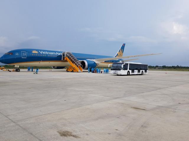 Hơn 700 du khách bị mắc kẹt tại Đà Nẵng sẽ được trở về Hà Nội và TP.Hồ Chí Minh
