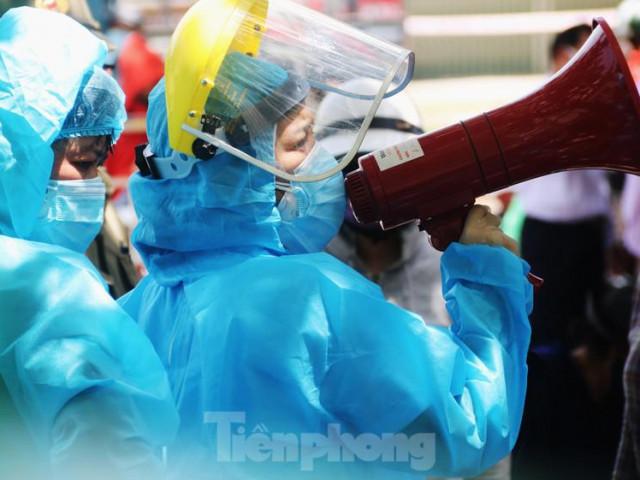 Đà Nẵng: Đổ quân ra chợ 'truy bắt' COVID-19