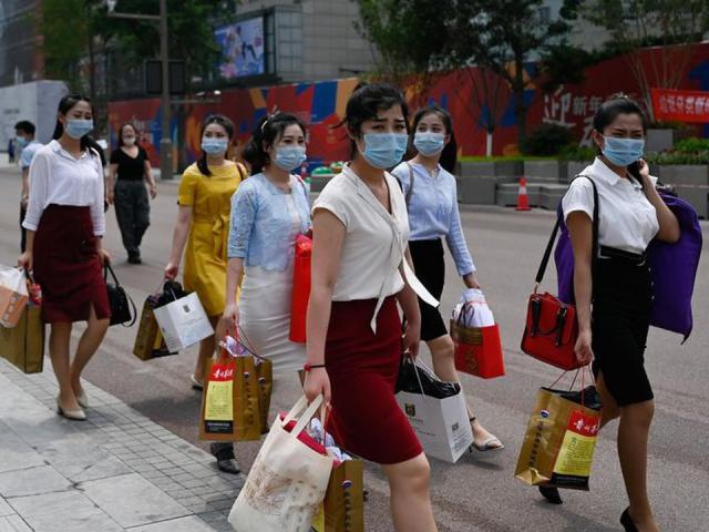 """TQ: Thị trường gặp khó, đội quân phụ nữ trẻ đầy """"quyền lực"""" ra tay giải cứu"""