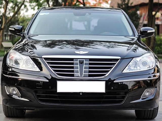 Xế sang Hyundai Genesis đời 2010 bán giá gần bằng Elantra đập thùng
