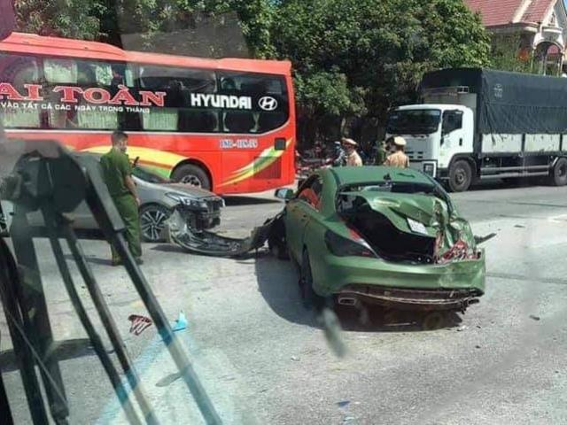 Clip: Khơi nguồn làm 3 ô tô con tông nhau trên quốc lộ, xe tải phóng nhanh tẩu thoát