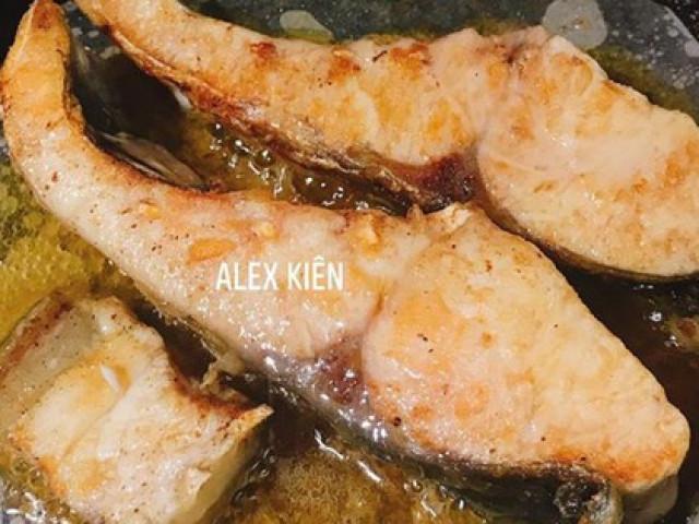 Mẹo nhỏ khiến chảo rán cũ và dính tới cỡ nào cũng không bị sát, thịt cá thơm ngon, vàng rộm
