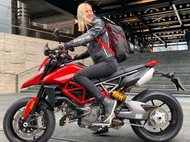Tầm giá 400 triệu đồng, nên chọn Ducati Hypermotard 950 hay Triumph Tiger 800 XRT?